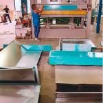 Склеивание 2-компонентным клеем под воздействием температуры  и давления. Применяются различные материалы, например гипсокартон, алюминий в виде сот.